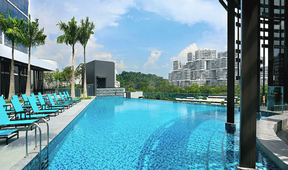 swimming pools in singapore five star hotels with the best infinity rooftop and outdoor pools. Black Bedroom Furniture Sets. Home Design Ideas