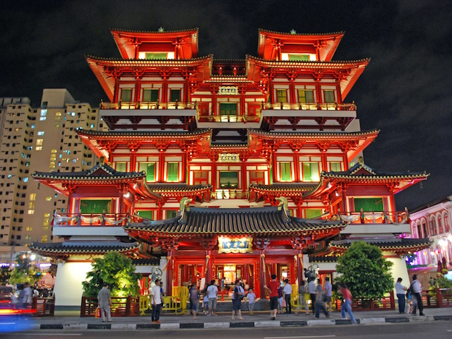 Buddha Tooth Relic Temple (Photo credit: Ryan Custodio via flickr)