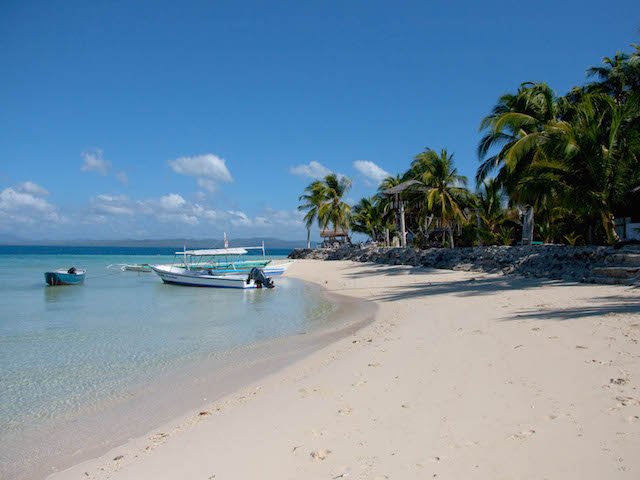 Think virgin forestland, private beaches and coves, numerous white sand islands.