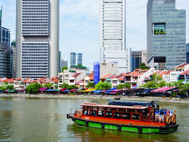 Take a little trip around Singapore River