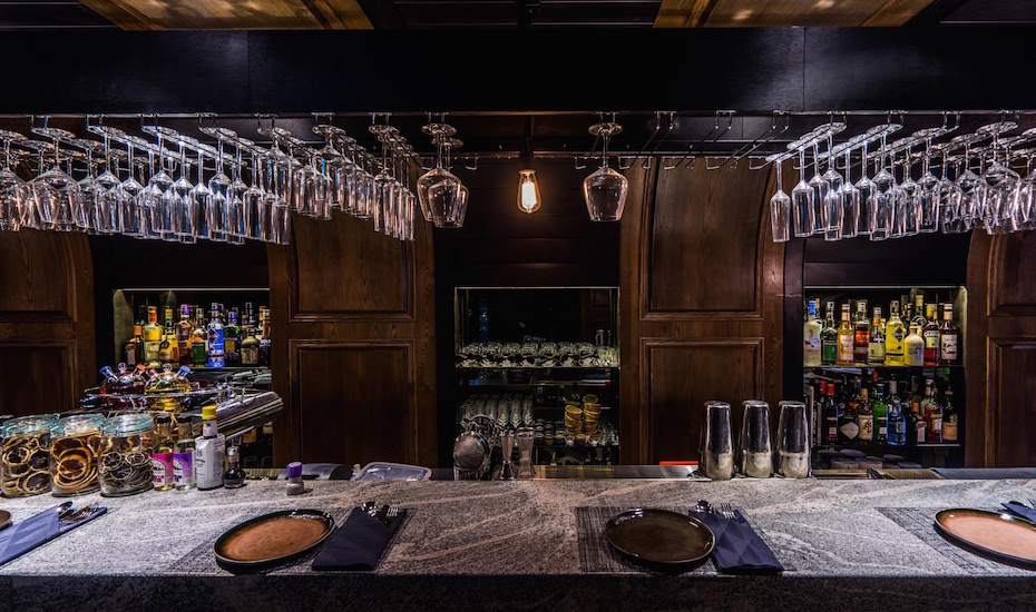 Le Binchotan's granite bar counter (Photo credit: Le Binchotan)