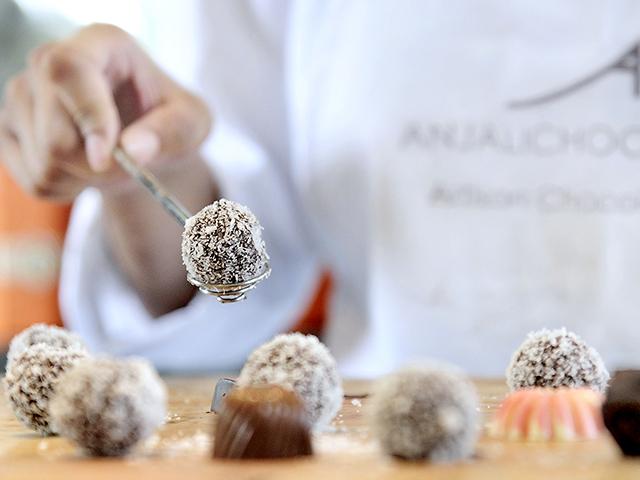 Create beautiful and tasty chocolates at ANJALICHOCOLAT!