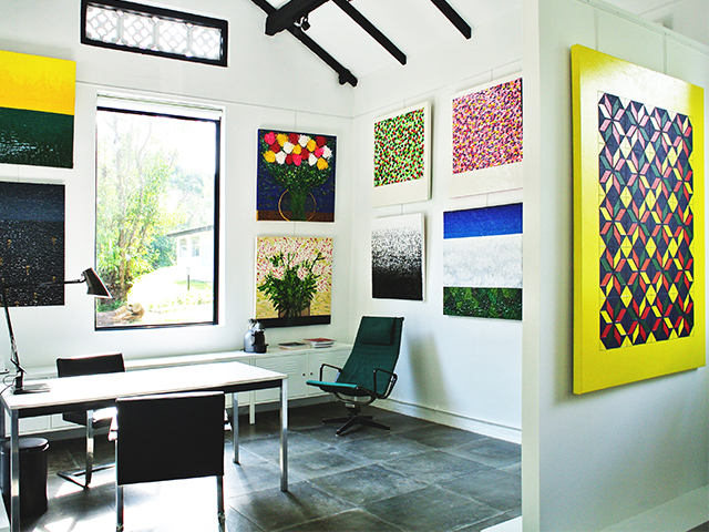 Let the colourful interior of Billkey Art inspires you