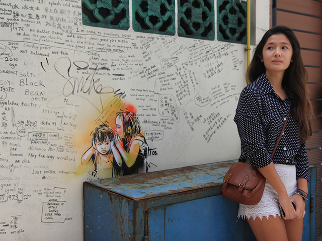 Pose with Alice Pasquini's work at Aliwal Street (Photo Credit: Jesicca Stewart)