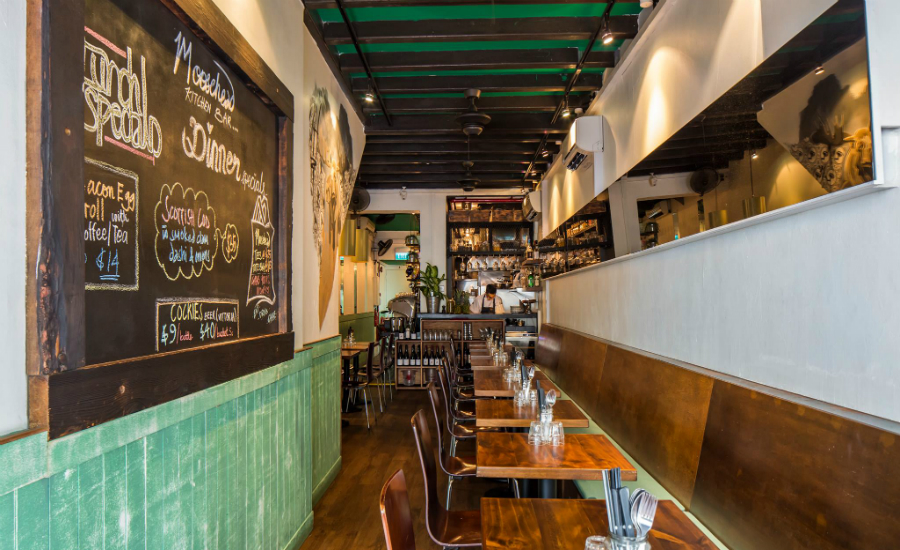 Happy Hour of the week in Singapore: Cafes and bars in Telok Ayer with cheap drinks