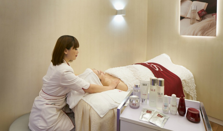 Skincare treatments in Singapore: We review SK-II's eye massage for fine lines and wrinkles at Shilla Beauty Loft in Changi Airport Terminal 3