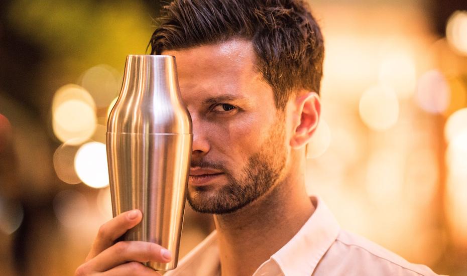 Master Bartender Dario Knox