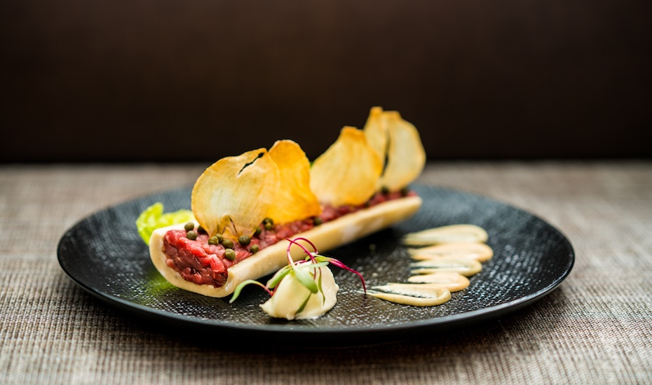 Beef tartare with smoked marrow and lettuce at Braci
