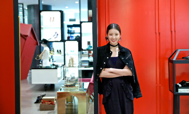 Irene at her fave shoe store in Singapore: Pedder on Scotts. Photo: tvN Asia