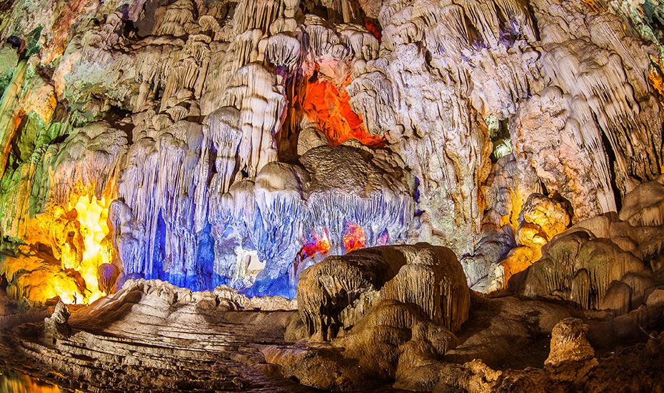 Sung Sot Cave (Credit: LAM VICTORIA via Shutterstock)