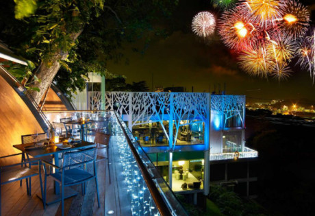 Take your pick from two dining venues at Faber Peak Singapore