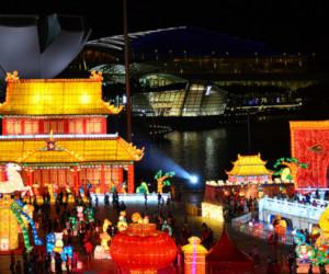 Be amazed by enormous lanterns at River Hongbao (Credit: Flickr/ Choo Yut Shing)
