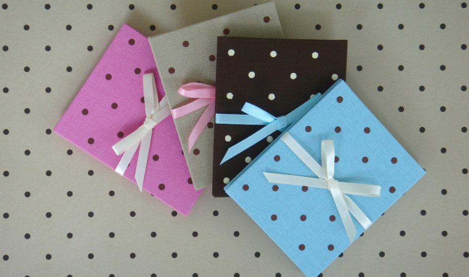 christmas-gifts-wrapping-paper-prints