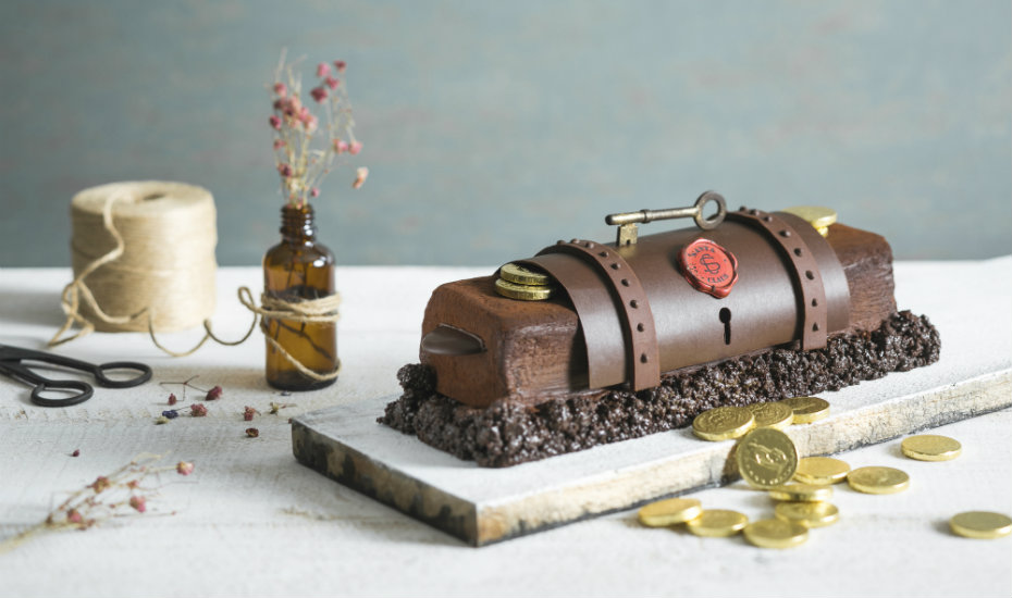 Christmas menus, roasts and log cakes at Fairmont Singapore and Swissôtel The Stamford
