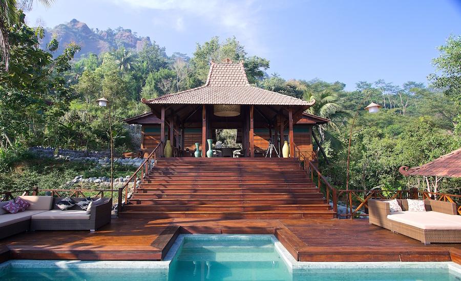 Front-view-Villa-Menoreh