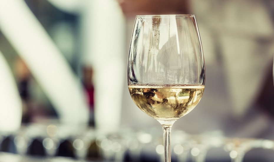 Happy Hour of the Week in Jakarta: Free-flow wine for singles only at Social House