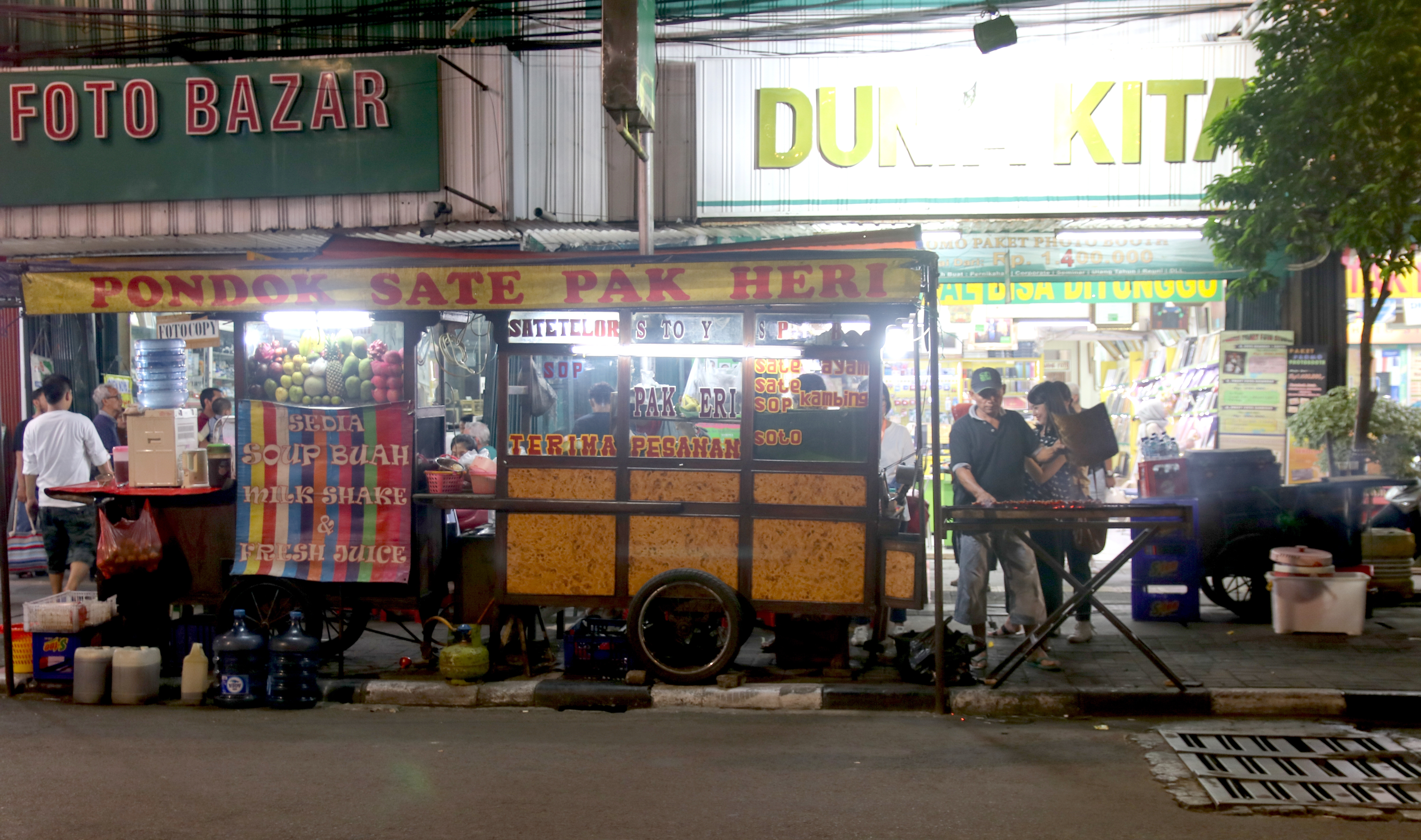 Walking tours in Jakarta: We teamed up with Jelajah Rasa to explore the National Museum and Library in Medan Merdeka and enjoy the delightful street food at Sabang