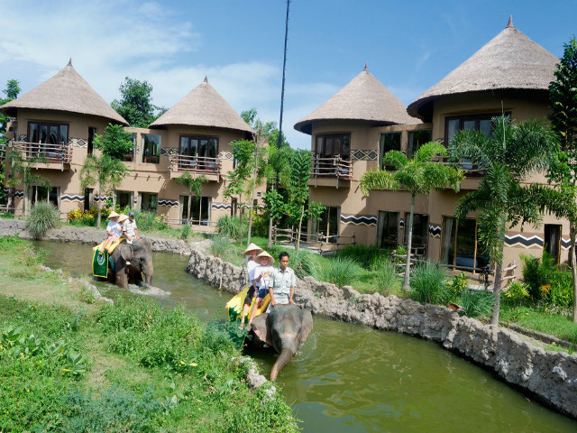Family Holidays in BalI: Mara River Safari Lodge