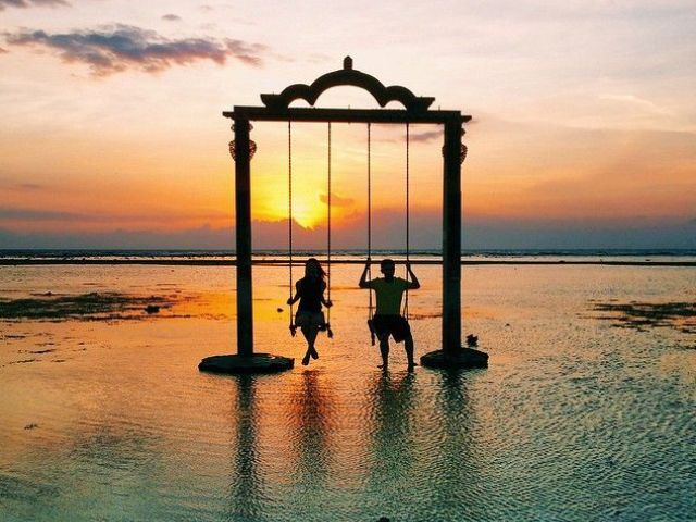 Sunset bars in Bali: Ombak Sunset