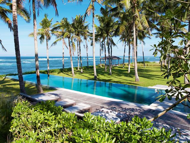 The amazing beach-facing pool at Konaditya House, Bali