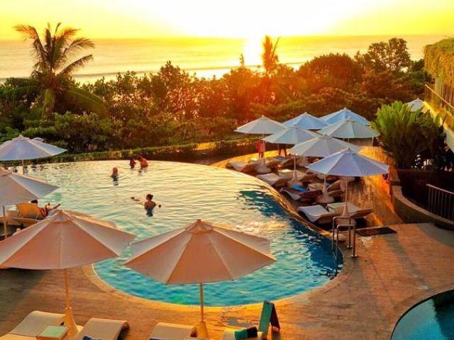 Bali island guide:  Kuta Beach