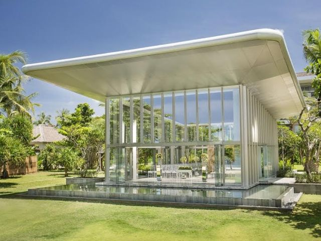 The Jewel Box sparkles and glistens in the Nusa Dua sunshine
