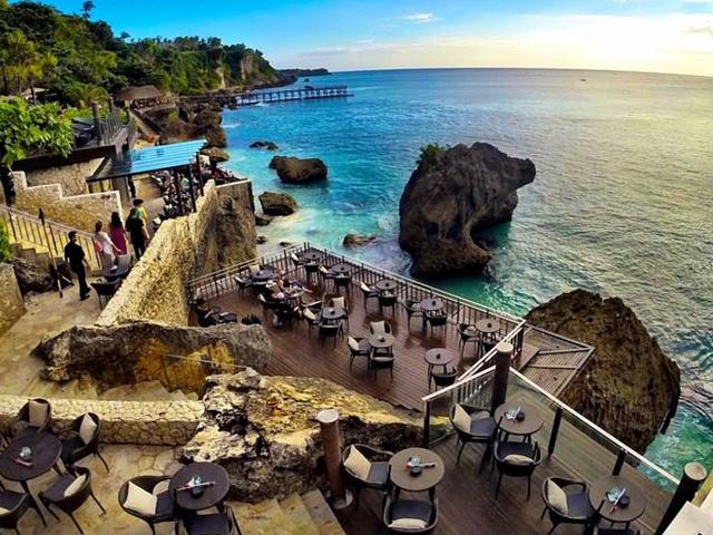 Cocktails in Bali: Rock Bar