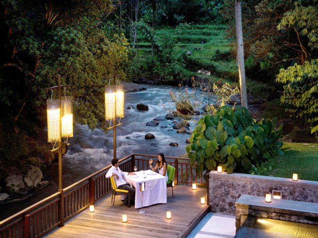 THE BEST RESTAURANTS IN UBUD: FINE DINING AROUND A LOTUS POND, SUCCULENT BBQ TREATS, AND LOCAL DISHES SERVED TO YOU IN THE MIDST OF RICE PADDIES, UBUD HAS IT ALL!
