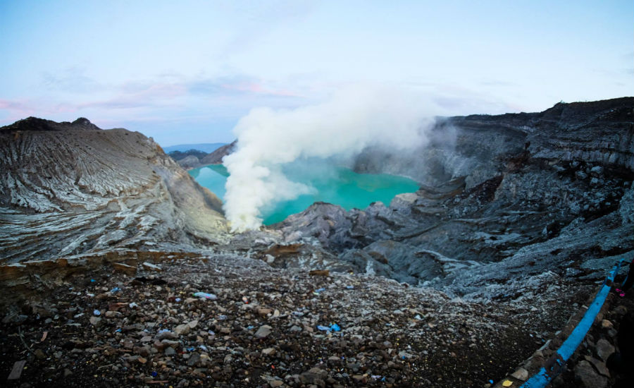 The striking deep turqoise colour of Ijen's sulphuric crater lake. Photo: Juffri Mok, @juffrimok on Instagram