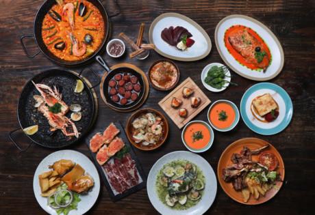 brunch at Olé nine courses of food