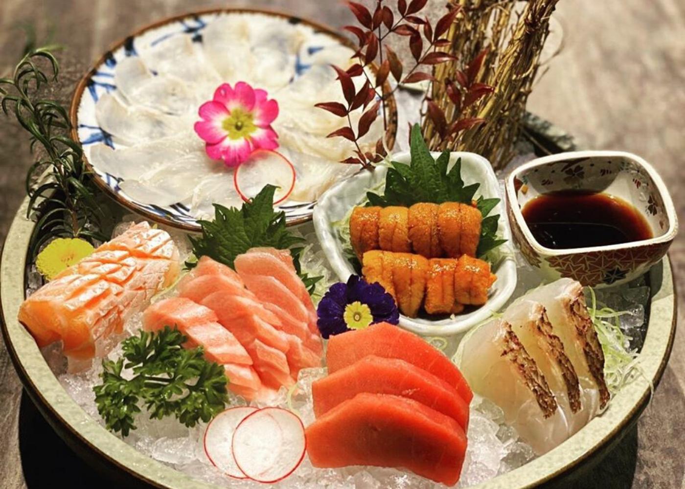 The sushi bar |