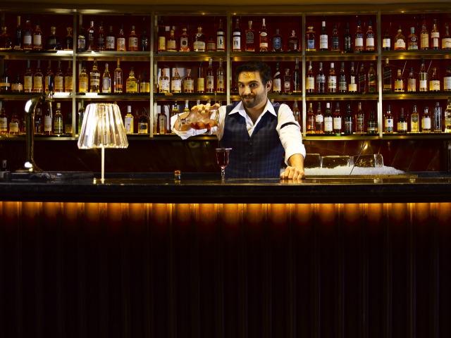 Manhattan Bar Singapore Regent Hotel S New Bar Honeycombers