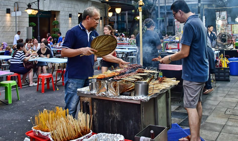 Guide to Lau Pa Sat: Hawker pros bringing their art to the streets