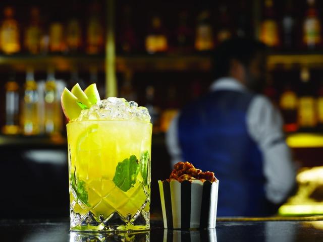 manhattan bar   best bars in singapore