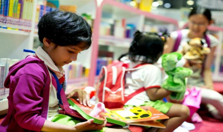 volunteer in singapore kids reading