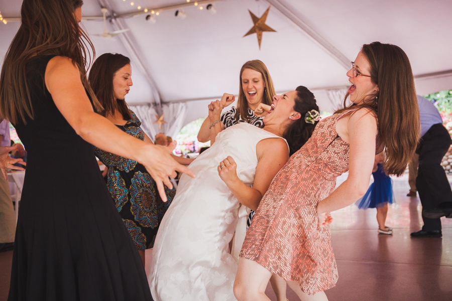 What wedding guests DO and DON'T care about during your big day