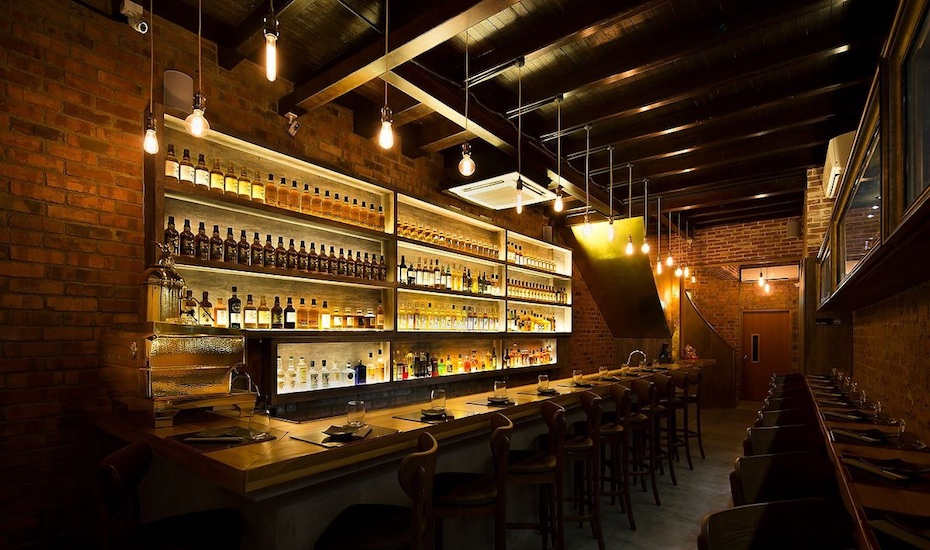 Where to get whiskey in Singapore: The Wall