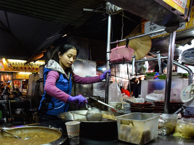 Taipei's nightmarkets provide ample opportunity for a midnight snack. (Credit: M-LOUIS)