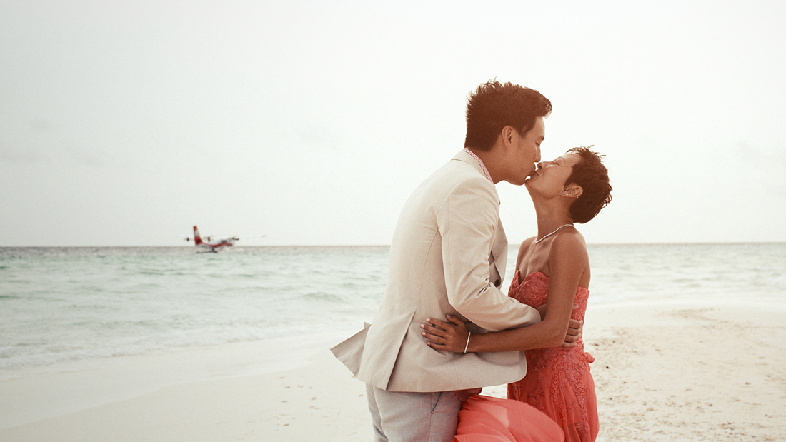 Engagement photography in The Maldives: Robert and Katty's pre-wedding photoshoot at a beach resort