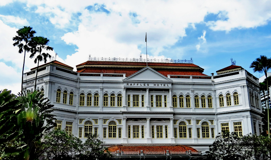 An iconic architecture where you can still get the original Singapore Sling (Credits: Flickr - Master Octa)
