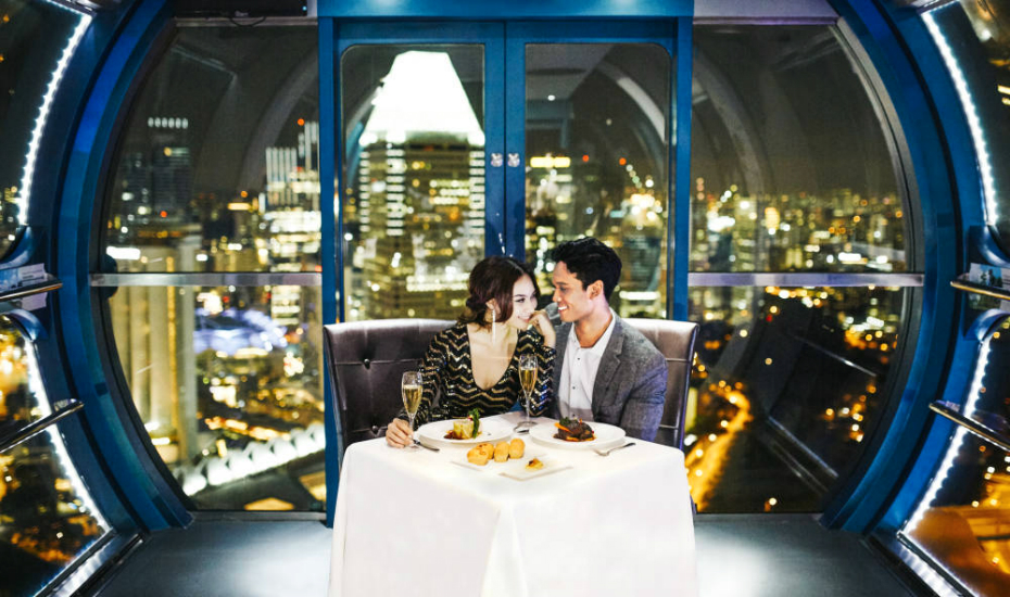 Dine with your loved one while enjoying the view of Singapore's cityscape (Credits: Singapore Flyer)