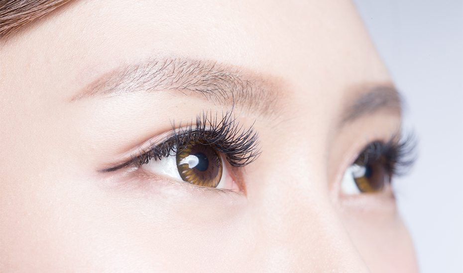 Coconut oil for eyelashes as a growth serum