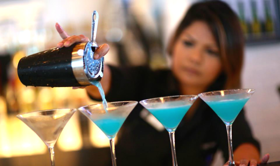 Cheap bars in Singapore: Where to drink alcohol on a budget in the city