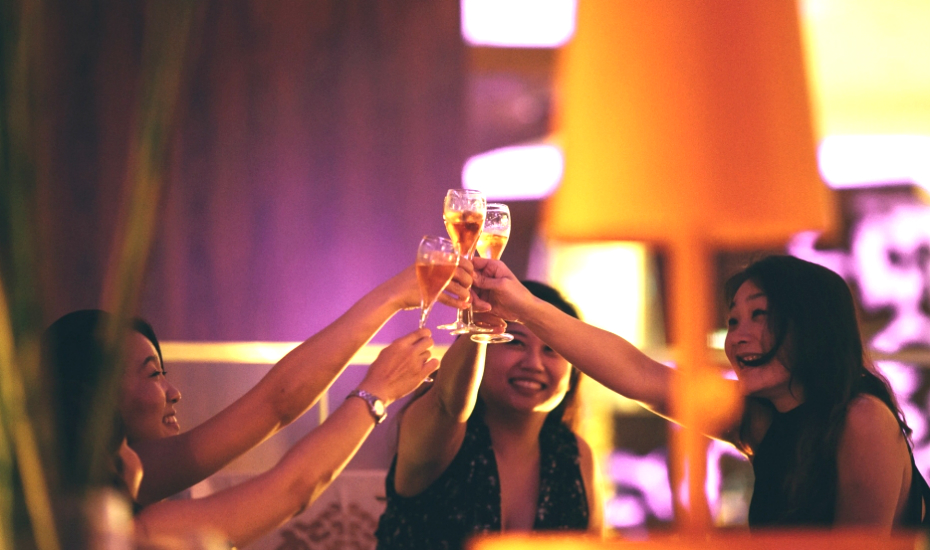 Ladies' Night! Free flow Champagne, cocktails and 1-for-1s at bars in Singapore