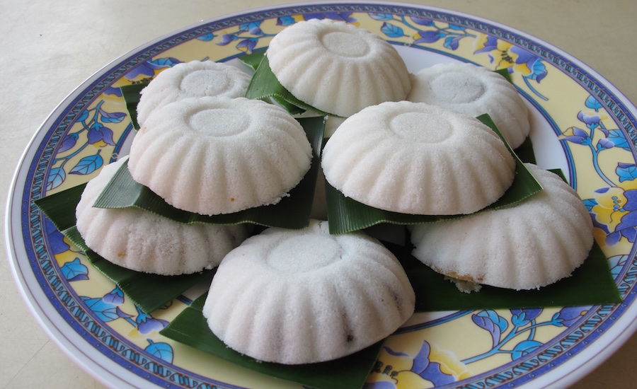 Local desserts in Singapore: Tutu kueh comes with many fillings.