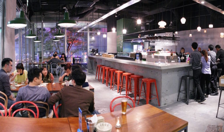 Happy hour of the week in Singapore: Bars and restaurants in Orchard Road with cheap drinks