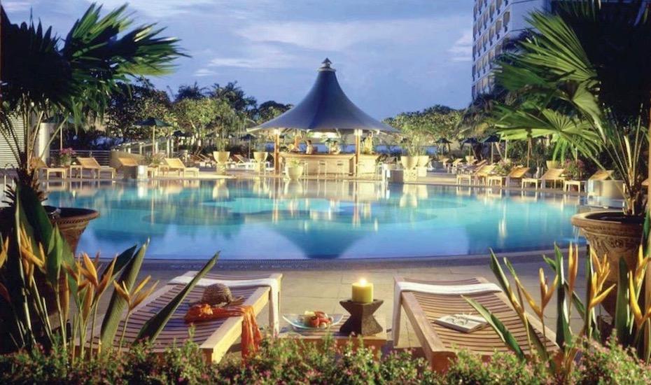 Fairmont Singapore | best hotel swimming pools in Singapore
