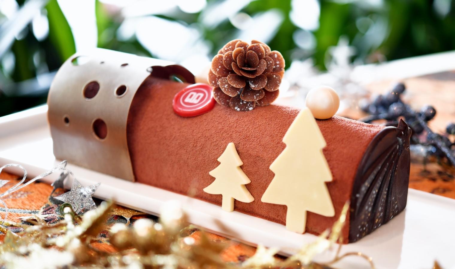 The Santa Chocolate Yule Log at Marina Mandarin (Photo credit: Marina Mandarin)