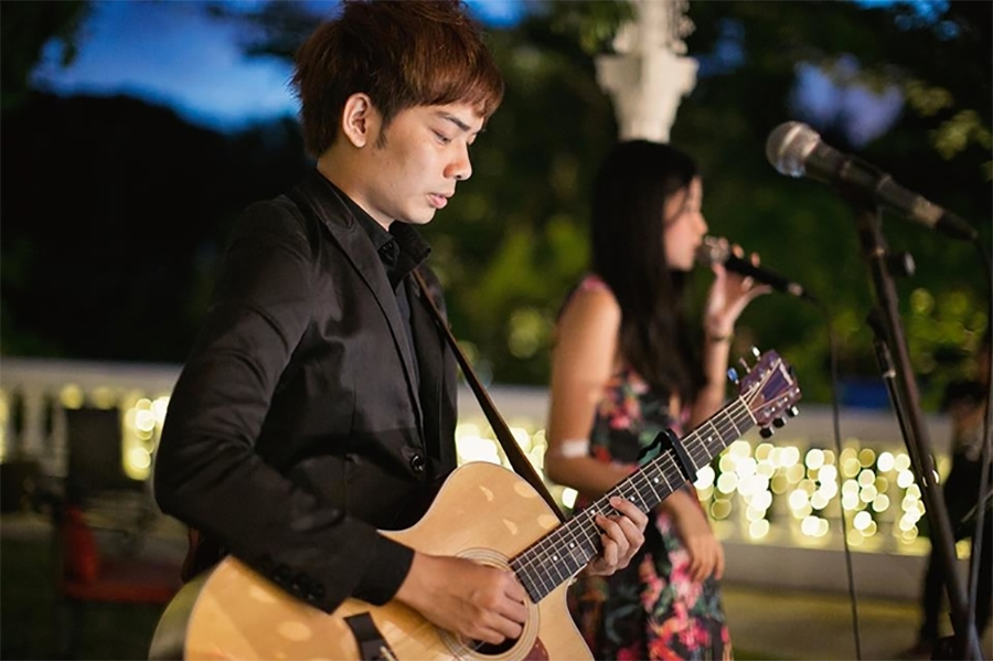 Live music bands in Singapore: Singers and musicians to hire
