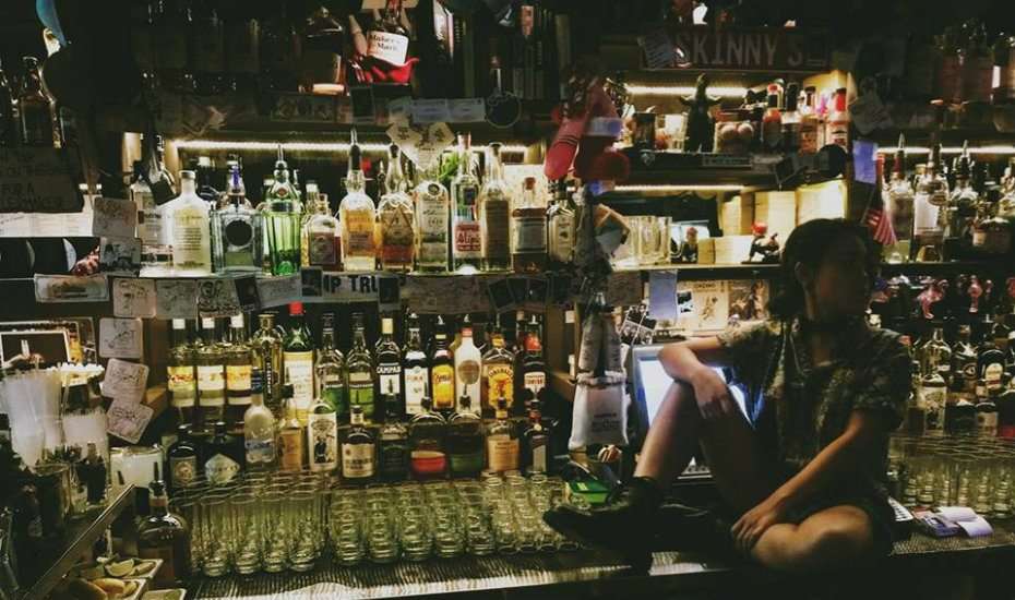 Stay up late drinking at these bars in Singapore that open past midnight